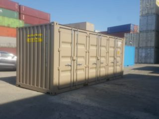 Containers with three side doors - exterior view